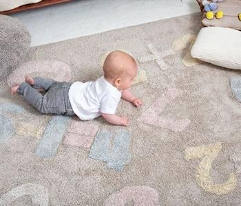 Ковер или ковролин: что лучше для детской