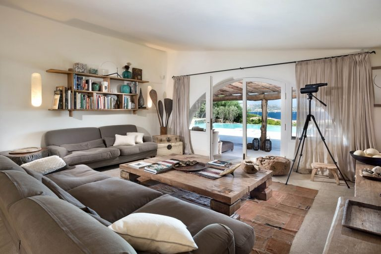 Дизайн узкой комнаты: 5 эффективных приёмов