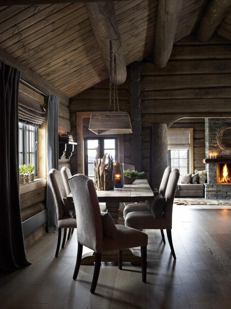 Красивое деревянное шале с традиционным интерьером