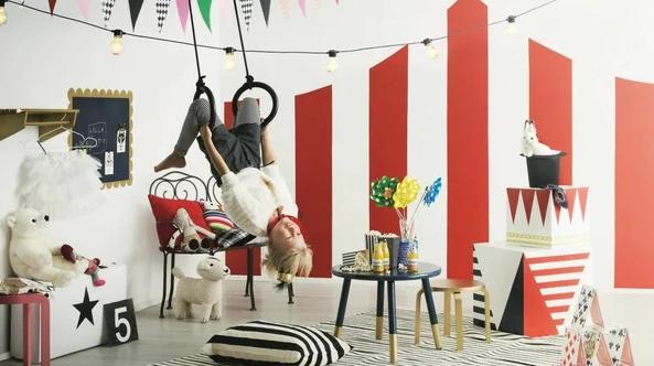 Цветной цирк в комнате ребенка