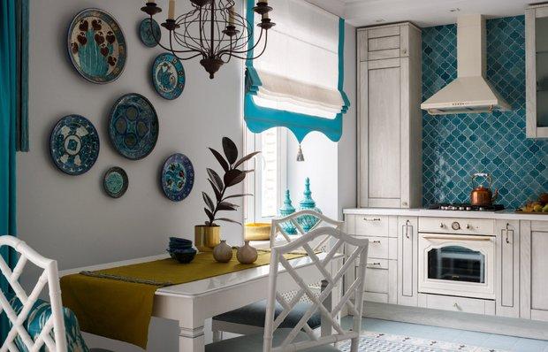 Какие шторы выбрать для кухни: римские, английские или портьеры?