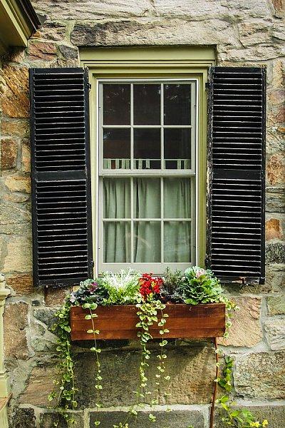 Пять причин установить на окна ставни