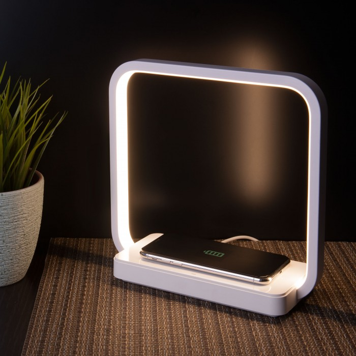 Преимущества и недостатки зеркал с подсветкой