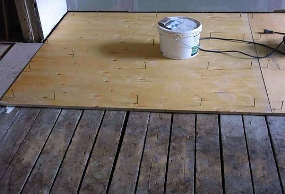 Как выровнять деревянный пол, не срывая доски
